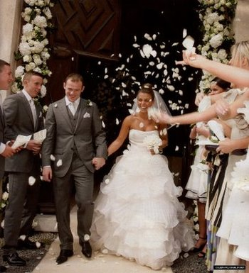 Wayne Rooney and Coleen Rooney at their wedding... now a moment of the past (Picture)