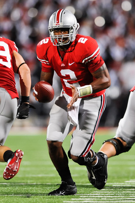 COLUMBUS, OH - SEPTEMBER 2: Terrelle Pryor #2 of the Ohio State Buckeyes hands off the ball against the Marshall Thundering Herd at Ohio Stadium on September 2, 2010 in Columbus, Ohio. (Photo by Jamie Sabau/Getty Images)