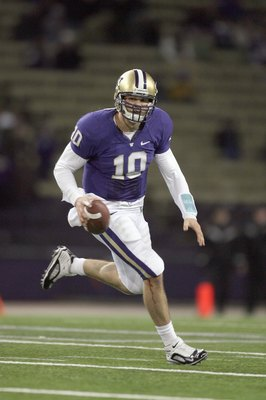 SEATTLE - DECEMBER 05:  Jake Locker #10 of the Washington Huskies runs the ball during game against the California Bears on December 5, 2009 at Husky Stadium in Seattle, Washington. The Huskies defeated the Bears 42-10. (Photo by Otto Greule Jr/Getty Imag