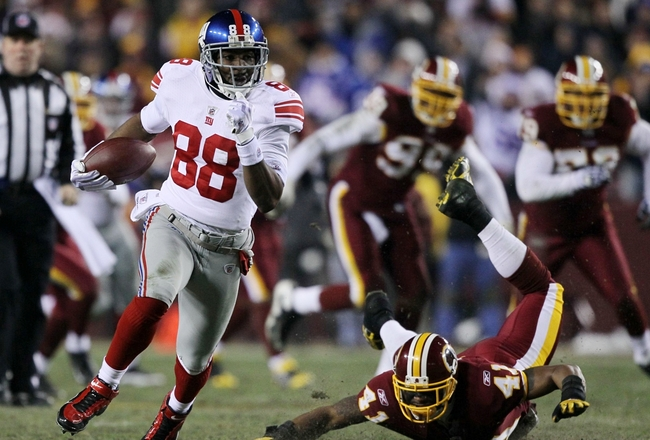 LANDOVER, MD - DECEMBER 21:  Hakeem Nicks #88 of the New York Giants runs after-the-catch for a 45-yard gain in the second quarter against the Washington Redskins at FedEx Field on December 21, 2009 in Landover, Maryland. (Photo by Al Bello/Getty Images)