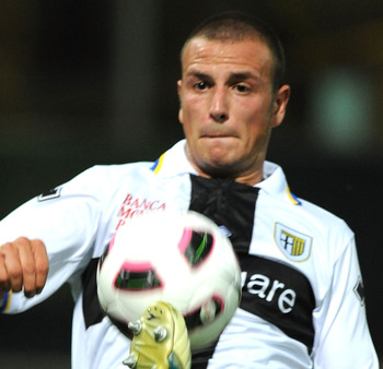 The left back who grew up with AC Milan makes 350,000 euros with Parma.