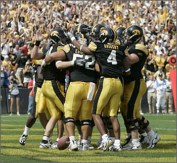 Iowa-hawkeyes-10_display_image