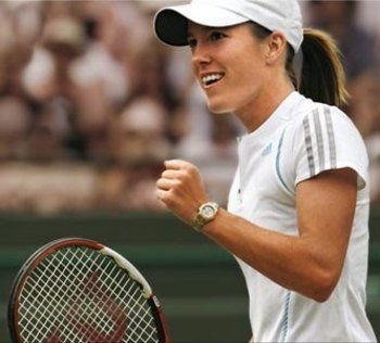 Justinehenin_display_image