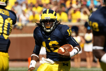 ANN ARBOR, MI - SEPTEMBER 19:  Quarterback Denard Robinson #16 of the Michigan Wolverines carries the ball on a 36 yard touchdown rin in the fourth quarter against the Eastern Michigan Eagles at Michigan Stadium on September 19, 2009 in Ann Arbor, Michiga