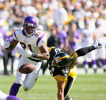 PITTSBURGH - OCTOBER 25: Visanthe Shiancoe #81 of the Minnesota Vikings can't make a catch with pressure from Troy Polamalu #43 of the Pittsburgh Steelers at Heinz Field on October 25, 2009 in Pittsburgh, Pennsylvania. Pittsburgh won 27-17. (Photo by Rick