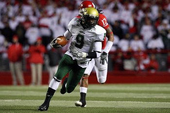 PISCATAWAY, NJ - NOVEMBER 12:  Theo Wilson #9 of the South Florida Bulls runs the ball against the Rutgers Scarlet Knights at Rutgers Stadium on November 12, 2009 in Piscataway, New Jersey.  (Photo by Jim McIsaac/Getty Images)