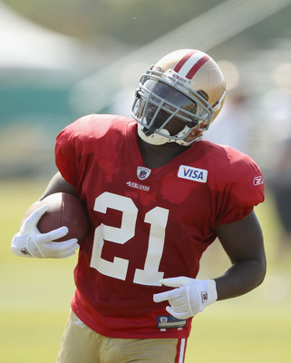 SANTA CLARA, CA - AUGUST 02:  Frank Gore #21 works out during the San Francisco 49ers training camp at their training complex on August 2, 2010 in Santa Clara, California.  (Photo by Ezra Shaw/Getty Images)