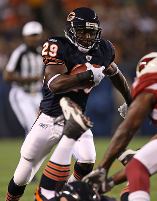 CHICAGO - AUGUST 28: Chester Taylor #29 of the Chicago Bears moves for a long gain against the Arizona Cardinals during a preseason game at Soldier Field on August 28, 2010 in Chicago, Illinois. (Photo by Jonathan Daniel/Getty Images)
