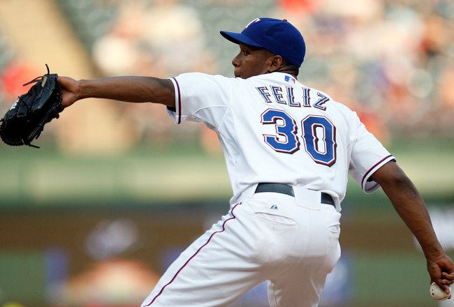 ARLINGTON, TX - SEPTEMBER 01:  Pitcher Neftali Feliz #30 of the Texas Rangers throws against the Toronto Blue Jays on September 1, 2009 at Rangers Ballpark in Arlington, Texas.  (Photo by Ronald Martinez/Getty Images)