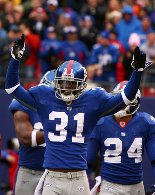 EAST RUTHERFORD, NJ - NOVEMBER 16:  Aaron Ross #31 of the New York Giants celebrates after returning an interception for a touchdown against  the Baltimore Ravens in the fourth quarter of  their game on November 16, 2008 at Giants Stadium in East Rutherfo