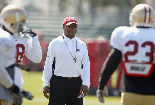 SANTA CLARA, CA - AUGUST 02:  Head coach Mike Singletary watches his team during the San Francisco 49ers training camp at their training complex on August 2, 2010 in Santa Clara, California.  (Photo by Ezra Shaw/Getty Images)