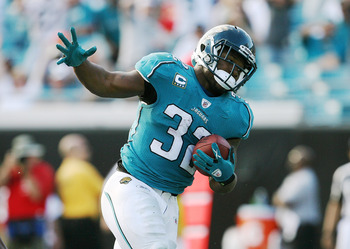 JACKSONVILLE, FL - NOVEMBER 08: Running back Maurice Jones-Drew #32 of the Jacksonville Jaguars scores a touchdown against the Kansas City Chiefs at Jacksonville Municipal Stadium on November 8, 2009 in Jacksonville, Florida. The Jaguars defeated the Chie