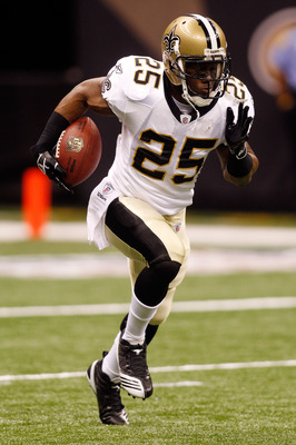 NEW ORLEANS - AUGUST 27:  Reggie Bush #25 of the New Orleans Saints warms up during pregame before playing the San Diego Chargers at the Louisiana Superdome on August 27, 2010 in New Orleans, Louisiana.  (Photo by Chris Graythen/Getty Images)
