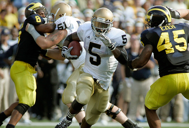 ANN ARBOR, MI - SEPTEMBER 12:  Armando Allen #5 of Notre Dame runs the ball against Michigan at Michigan Stadium on September 12, 2009 in Ann Arbor, Michigan.  (Photo by Domenic Centofanti/Getty Images)