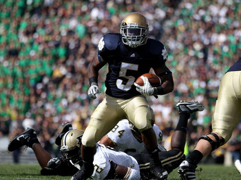 SOUTH BEND, IN - SEPTEMBER 04: Armando Allen Jr. #5 of the Notre Dame Fighting Irish runs for a yardage against the Purdue Boilermakers at Notre Dame Stadium on September 4, 2010 in South Bend, Indiana. Notre Dame defeated Purdue 23-12.  (Photo by Jonatha