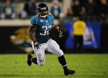 JACKSONVILLE, FL - DECEMBER 17:  Maurice Jones-Drew #32 of the Jacksonville Jaguarsruns the ball against the Indianapolis Colts at Jacksonville Municipal Stadium on December 17, 2009 in Jacksonville, Florida.  (Photo by Sam Greenwood/Getty Images)
