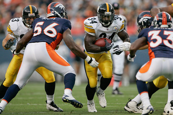 DENVER - AUGUST 29:  Running back Rashard Mendenhall #34 of the Pittsburgh Steelers breaks through a hole against the Denver Broncos at INVESCO Field at Mile High on August 29, 2010 in Denver, Colorado.  (Photo by Justin Edmonds/Getty Images)