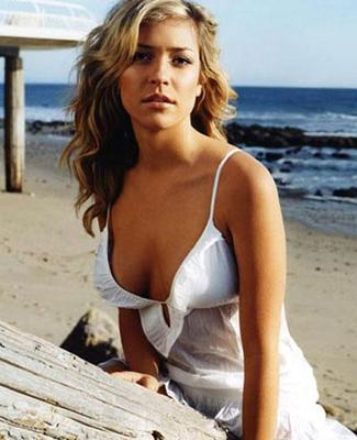 Kristin-on-the-beach_display_image