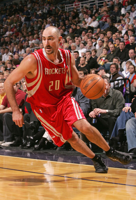 MILWAUKEE, WI - DECEMBER 28:  Jon Barry #20 of the Houston Rockets drives with the ball during the game against the Milwaukee Bucks on December 28, 2004 at Bradley Center in Milwaukee, Wisconsin. The Bucks defeated the Rockets 115-87. NOTE TO USER: User e