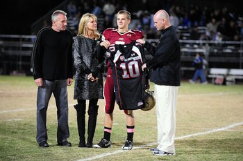 WESTLAKE VILLAGE, CA - OCTOBER 30: (L-R) Joe Montana, Jennifer Montana and Nick Montana #10 stand for a celebration picture during halftime of the game against Oak Park on October 30, 2009 in Westlake Village, California.  (Photo by Jacob de Golish/Getty
