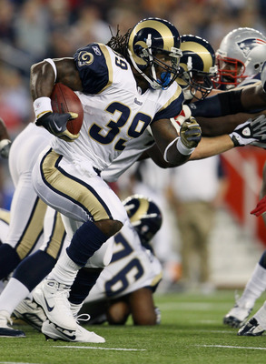 FOXBORO, MA - AUGUST 26:  Steven Jackson #29 of the St. Louis Rams carries the ball in the first quarter against the New England Patriots on August 26, 2010 at Gillette Stadium in Foxboro, Massachusetts.  (Photo by Elsa/Getty Images)