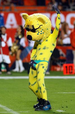 Jacksonville Jaguars Mascot Loses Bet Tries - image 11