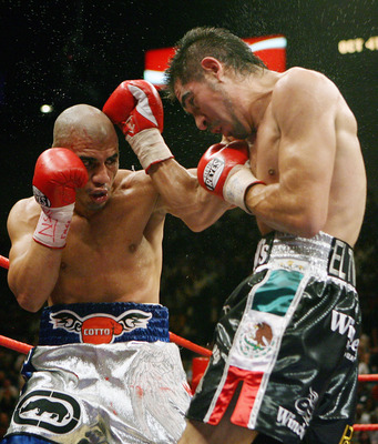 LAS VEGAS - JULY 26:  Miguel Cotto (L) and Antonio Margarito trade blows during their WBA welterweight title fight at the MGM Grand Garden Arena July 26, 2008 in Las Vegas, Nevada. Margarito won by TKO in the 11th round.  (Photo by Ethan Miller/Getty Imag