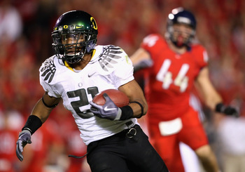 TUCSON, AZ - NOVEMBER 21:  Runningback LaMichael James #21 of the Oregon Ducks rushes the ball against the Arizona Wildcats during the college football game at Arizona Stadium on November 21, 2009 in Tucson, Arizona. The Ducks defeated the Wildcats 44-41