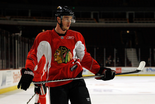 CHICAGO - MAY 28: Jonathan Toews #19 of the Chicago Blackhawks watches as teammates shoot the puck during Stanley Cup practice at the United Center on May 28, 2010 in Chicago, Illinois. (Photo by Jonathan Daniel/Getty Images)