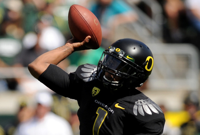 EUGENE, OR - SEPTEMBER 04:  Quarterback Darron Thomas #1 of the Oregon Ducks throws a pass in the second quarter of the game against the New Mexico Lobos at Autzen Stadium on September 4, 2010 in Eugene, Oregon. Oregon won the game 72-0. (Photo by Steve D