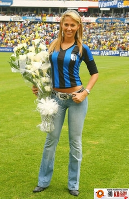V558d8ks-ines_sainz_9_display_image