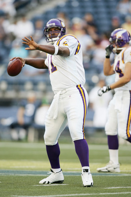SEATTLE, WA - SEPTEMBER 2:  Quarterback Daunte Culpepper #11 of the Minnesota Vikings warms up prior to the preseason game against the Seattle Seahawks on September 2, 2005 at Qwest Field in Seattle, Washington. The Vikings won 23-21. (Photo by Jonathan F