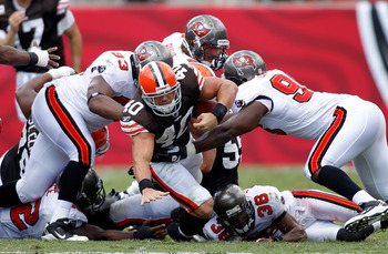 TAMPA, FL - SEPTEMBER 12:  Running back Peyton Hillis #40 of the Cleveland Browns runs the ball against the Tampa Bay Buccaneers during the NFL season opener game at Raymond James Stadium on September 12, 2010 in Tampa, Florida.  (Photo by J. Meric/Getty