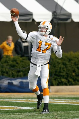 NASHVILLE, TN - NOVEMBER 22:  Quarterback Nick Stephens #17 of the Tennessee Volunteers warms up before the game against the Vanderbilt Commodores at Vanderbilt Stadium on November 22, 2008 in Nashville, North Carolina.  (Photo by Kevin C. Cox/Getty Image