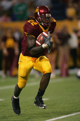 MINNEAPOLIS, MN - SEPTEMBER 24:  Laurence Maroney #22 of Minnesota carries the ball against Purdue on September 24 2005 at the Hubert H Humphrey Metrodome in Minneapolis, Minnesota. Minnesota defeated Purdue 42-35 in double overtime. (Photo by Matthew Sto