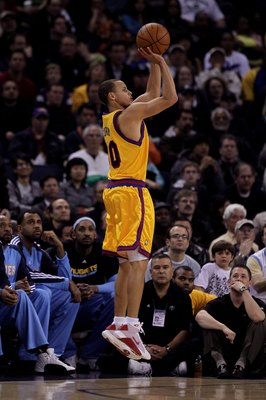 OAKLAND, CA - JANUARY 20:  Stephen Curry #30 of the Golden State Warriors in action during their game against the Denver Nuggets at Oracle Arena on January 20, 2010 in Oakland, California.  NOTE TO USER: User expressly acknowledges and agrees that, by dow