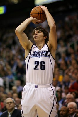 SALT LAKE CITY - APRIL 25:  Kyle Korver #26 of the Utah Jazz shoots in Game Four of the Western Conference Quarterfinals against the Los Angeles Lakers during the 2009 NBA Playoffs at Energy Solutions Arena on April 25, 2009 in Salt Lake City, Utah.  The