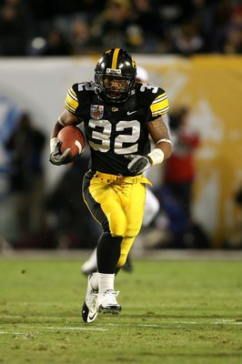 MIAMI GARDENS, FL - JANUARY 05:  Adam Robinson #32 of the Iowa Hawkeyes runs the ball against the Georgia Tech Yellow Jackets during the FedEx Orange Bowl at Land Shark Stadium on January 5, 2010 in Miami Gardens, Florida. Iowa won 24-14. (Photo by Doug B