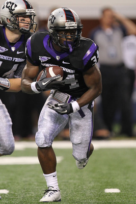 ARLINGTON, TX - SEPTEMBER 04:  Tailback Ed Wesley #34 of the TCU Horned Frogs runs the ball against the Oregon State Beavers at Cowboys Stadium on September 4, 2010 in Arlington, Texas.  (Photo by Ronald Martinez/Getty Images)