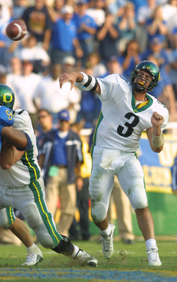 10 Nov 2001:  Quarterback Joey Harrington #3 of the Oregon Ducks makes a pass against the UCLA Bruins at the Rose Bowl in Pasadena, California. The Ducks defeated the Bruins 21-20. DIGITAL IMAGE  Mandatory Credit: Jeff Gross/ALLSPORT