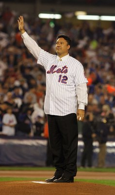 NEW YORK - OCTOBER 19:  Ron Darling formerly of the New York Mets waves to the crowd before throwing out the first pitch of game seven of the NLCS against the St. Louis Cardinals at Shea Stadium on October 19, 2006 in the Flushing neighborhood of the Quee
