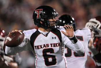 NORMAN, OK - NOVEMBER 22:  Quarterback Graham Harrell #6 of the Texas Tech Red Raiders drops back to pass against the Oklahoma Sooners in the first quarter at Memorial Stadium on November 22, 2008 in Norman, Oklahoma.  (Photo by Ronald Martinez/Getty Imag