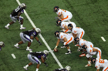 ARLINGTON, TX - SEPTEMBER 04:  Quarterback Ryan Katz #12 of the Oregon State Beavers on offense against the TCU Horned Frogs at Cowboys Stadium on September 4, 2010 in Arlington, Texas.  (Photo by Ronald Martinez/Getty Images)