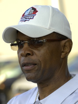 CANTON, OH - AUGUST 04:  Former Chicago Bears running back Gale Sayers rides in a parade before the Class of 2007 Pro Football Hall of Fame Enshrinement Ceremony August 4, 2007 in Canton, Ohio.  (Photo by Al Messerschmidt/Getty Images)