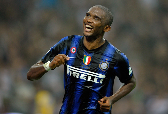 MILAN, ITALY - AUGUST 21:  Samuel Eto'o of FC Internazionale Milano celebrates after the second goal during the Supercoppa Italiana match between Inter and Roma at Giuseppe Meazza Stadium on August 21, 2010 in Milan, Italy.  (Photo by Claudio Villa/Getty