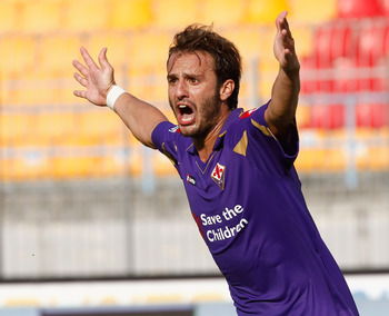 LECCE, ITALY - SEPTEMBER 12:  Alberto Gilardino of ACF Fiorentina gestures during the Serie A match between Lecce and Fiorentina at Stadio Via del Mare on September 12, 2010 in Lecce, Italy.  (Photo by Maurizio Lagana/Getty Images)