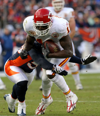 DENVER - JANUARY 03: Chris Chambers #11 of the Kansas City Chiefs makes a first down reception to the two yard line as D.J. Williams #55 of the Denver Broncos makes the tackle during NFL action at Invesco Field at Mile High on January 3, 2010 in Denver, C