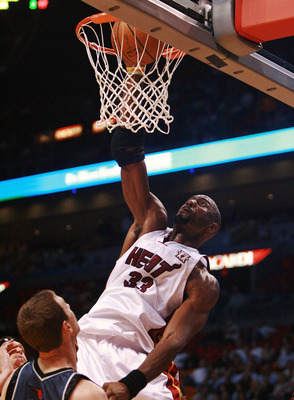 MIAMI - NOVEMBER 27:  Alonzo Mourning #33 of the Miami Heat dunks against the Charlotte Bobcats at American Airlines Arena November 27, 2007 in Miami, Florida. NOTE TO USER: User expressly acknowledges and agrees that, by downloading and or using this pho