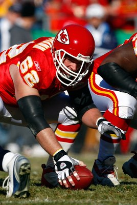 KANSAS CITY, MO - DECEMBER 16:  Center Casey Wiegmann #62 of the Kansas City Chiefs in action during the game against the Tennessee Titans on December 16, 2007 at Arrowhead Stadium in Kansas City, Missouri.  (Photo by Jamie Squire/Getty Images)