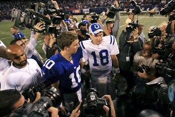 EAST RUTHERFORD, NJ - SEPTEMBER 10:  Quarterback Eli Manning #10 of the New York Giants (L) congratulates his brother quarterback Peyton Manning #18 of the Indianapolis Colts on his 26-21 victory on September 10, 2006 at Giants Stadium in East Rutherford,
